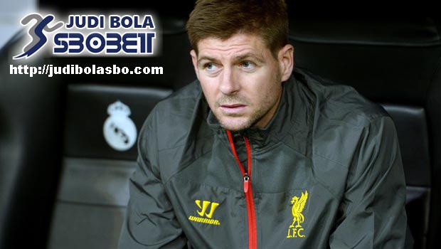 Klopp-Siap-Membantu-Gerrard-Menjadi-Manajer-Hebat