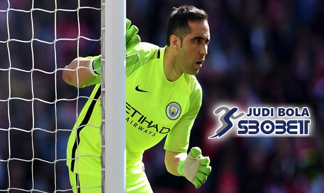 Manchester City Berencana Untuk Depak Claudio Bravo dari Etihad