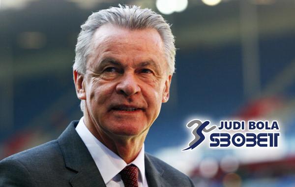 Ottmar Hitzfeld : Jika Datangkan Ronaldo ke Bayern Munchen Bisa Timbulkan Masalah
