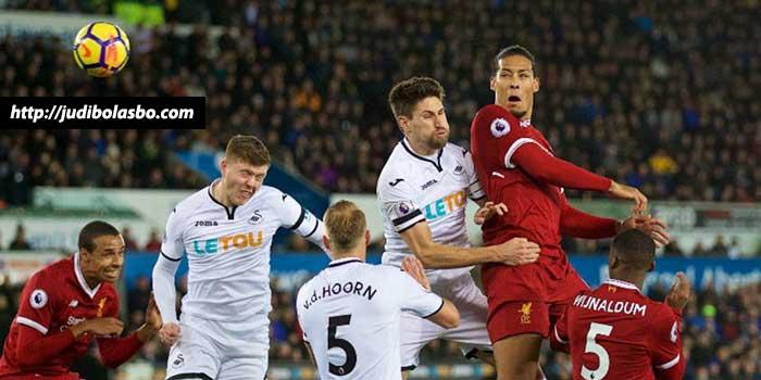 Van-Dijk-Bukanlah-Solusi-Masalah-Lini-Belakang-Liverpool