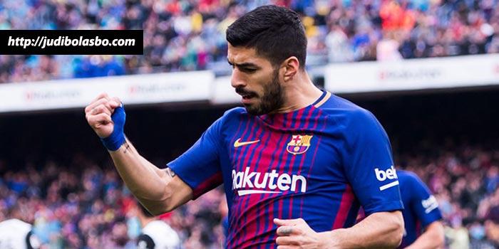 barcelona kalahkan valencia